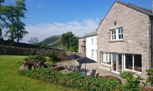 accommodation near ravenstonedale kirkby stephen cabin with hot tub lake district